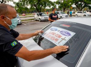 Carreata reúne trabalhadores contra o fechamento da fábrica da Ford em Taubaté