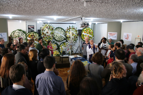 Ato religioso durante o velório de Audálio Dantas no auditório Vladimir Herzog, sede do Sindicato dos Jornalistas. Foto: Cadu Bazilevski/SJSP
