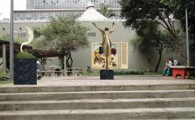 Praça Vladimir Herzog recebe escultura em homenagem a jornalistas