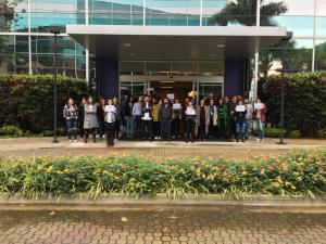 Trabalhadores da Abril do Morumbi prestam solidariedade aos demitidos. Foto colaborativa/SJSP