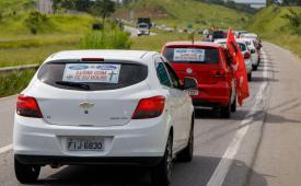 Trabalhadores fazem carreata contra o fechamento da Ford